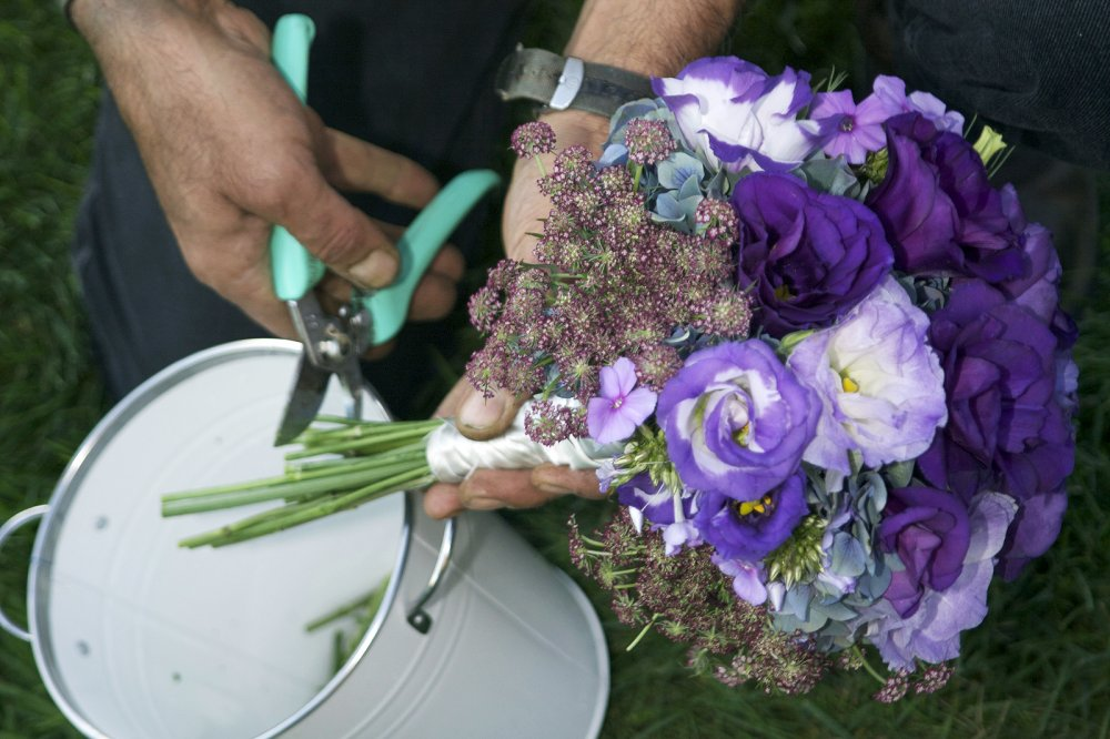 cutting_bouquets