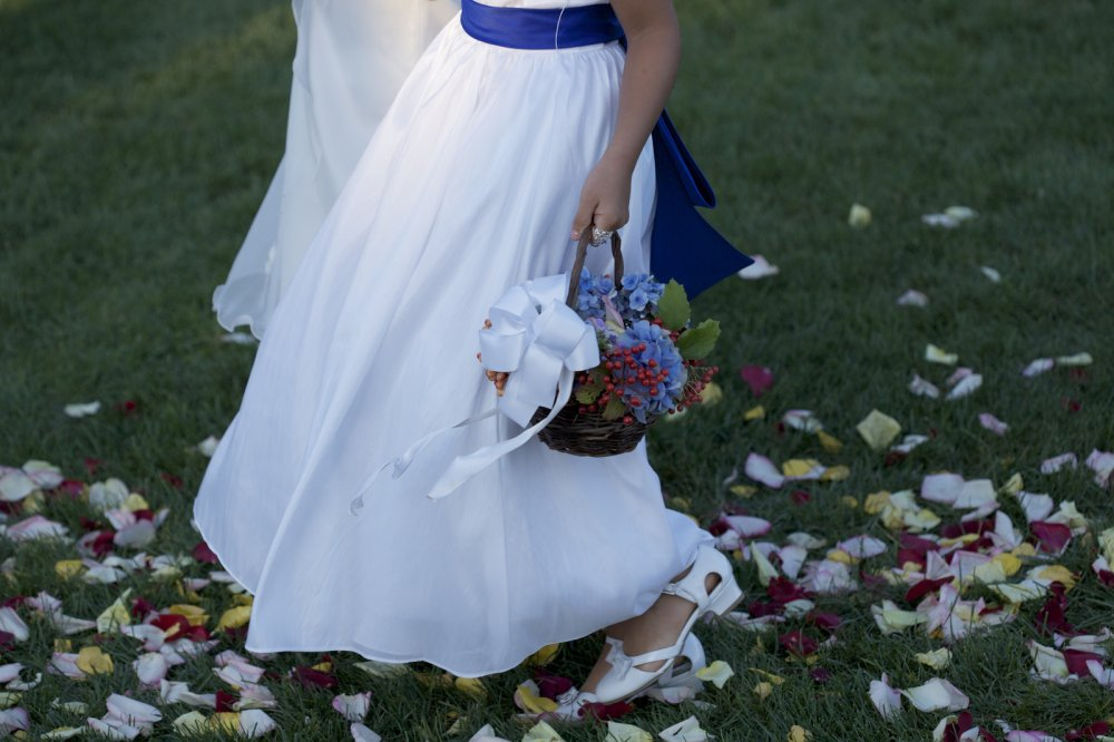 flower-girl-rose-petals-in-isle