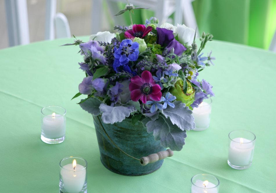 rehearsal-dinner-bucket-bouquets